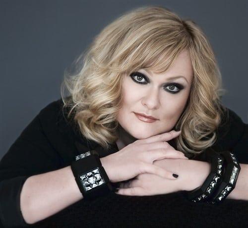 Marie Carmen Koppel synger julen ind