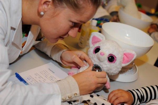 Bamsehospitalet gør lægebesøg til en leg for børn