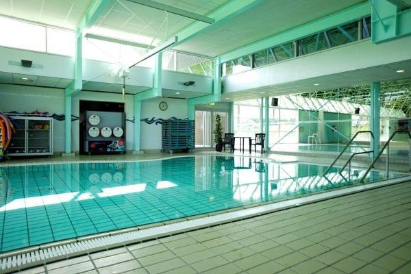 UV-lys gør bakterier synlige i svømmehallen