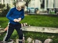 Forældre skal huske på, at for børn kan eventyret sagtens starte lige uden for hoveddøren. Sådan lyder et af flere råd fra Spejderne. Fotograf: Jeppe Carlsen