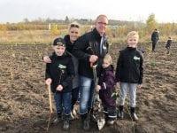 """Den 9. november trak Bedemand Berner i gummistøvlerne til """"Danmark Planter træer"""", i Nordskoven. Foto: Bedemand Berner"""